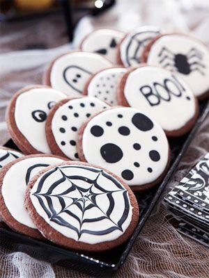 Boo! Black & white halloween sugar cookies.