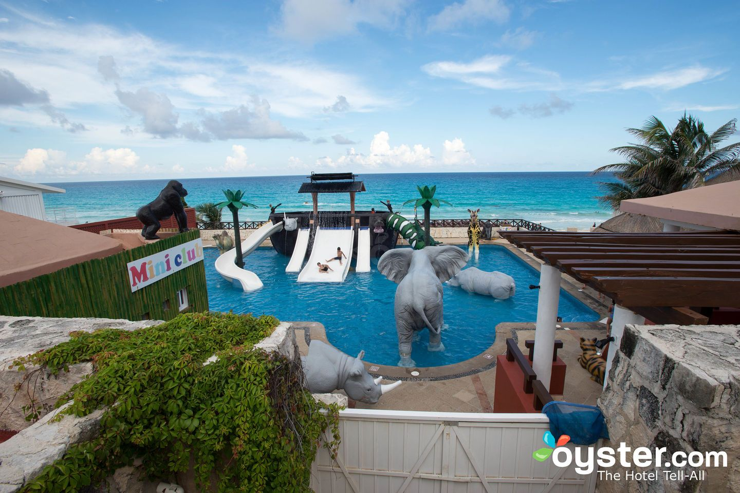 The 16 Best Kid Friendly Hotels In Cancun Oyster Com Cancun Hotels Cancun Resorts Best Cancun Resorts