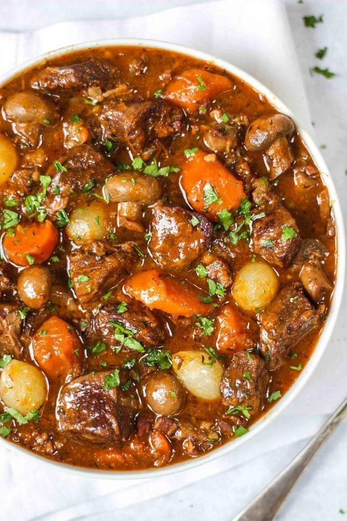 Beef Bourguignon - Easy & Delicious Beef Stew Recipe. The perfect winter warmer dinner. Ideal for freezing, cooking in the pressure cooker, Instant Pot or slow cooker. Just like Julia Child, this French recipe is a favourite in our house! Also easily adap #Easy Recipes chicken Beef Bourguignon - Easy Recipe in Slow Cooker, Oven or Pressure Cooker