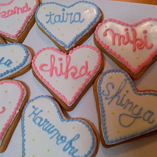 アイシングクッキーでネームプレート! やっぱりアイシングクッキー難易度高すぎ。。。。上手くいかない(┯_┯) - 38件のもぐもぐ - ネームプレート by sifonn