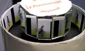 Le praxinoscope, 1877Emile Reynaud: on peut regarder à plusieurs le mouvement dans les miroirs.