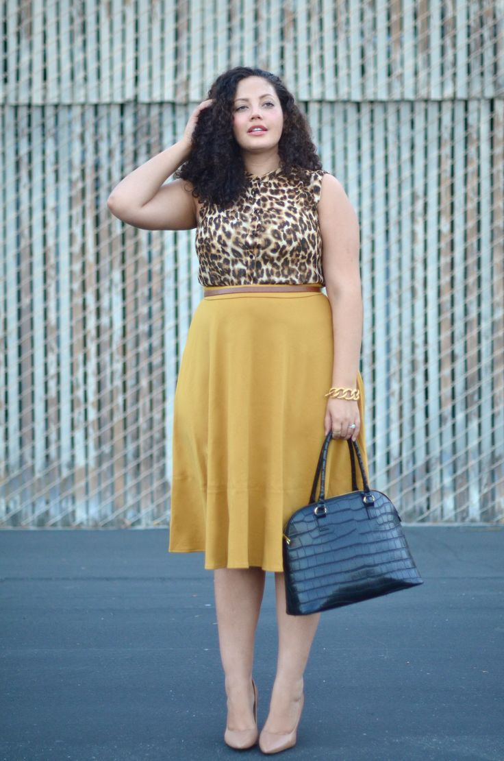 b199cd2bdf498 How to wear a midi skirt, without looking frumpy. 5 Must Know Midi Skirt  Tips.