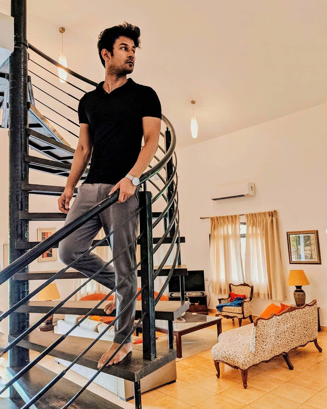 What would you do if you had an entire villa to yourself? 🤔      #goa #goaindia #indiatourism #goatourism #travelblogger #indiantravelblogger #colourful #candolim #goabeaches #calangut #midweekblues #goavillas #villasforrent #rentalvillas #fashionblogger #indianfashionblogger