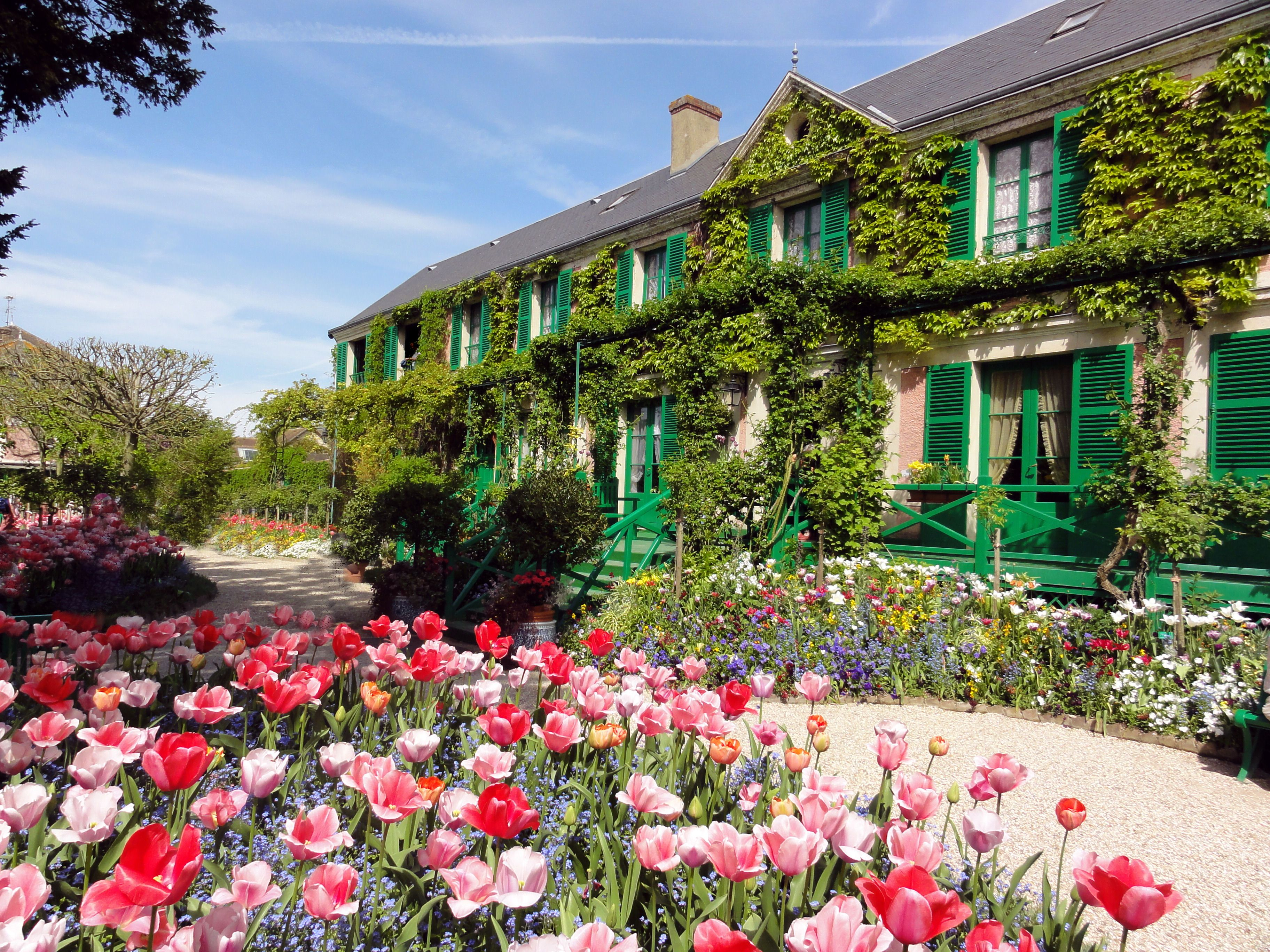 Claude monet 39 s house at giverny france claude monet french impresionist 1840 1926 - Les jardins de monet ...