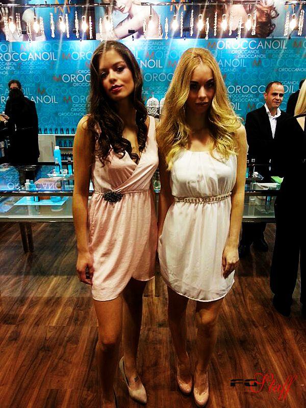 Modelos Posando En La Feria Sts Beauty De Barcelona Comunidad