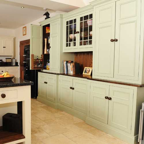 General symmetrical look but with fridge at left end