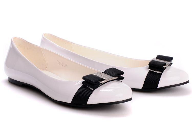 http://images5.fanpop.com/image/photos/29800000/flat-flat-shoes-29808578-750-498.jpg