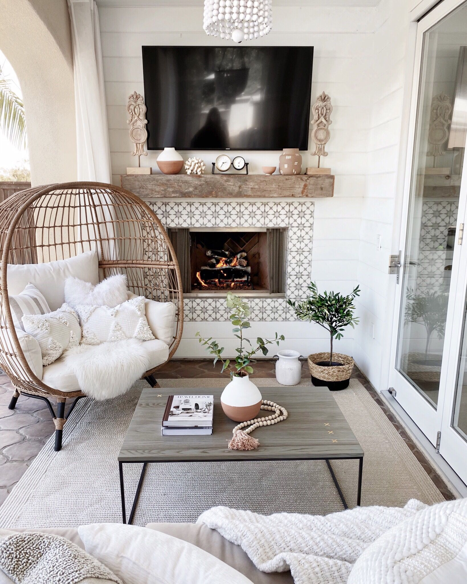 Outdoor Sitting Area In 2020 Stylish Living Room Home Home Decor #throw #blankets #for #living #room