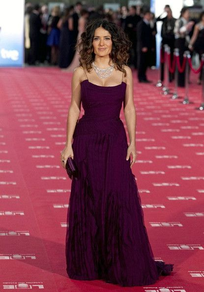 Salma Hayek in Gucci gown, with clutch and Maison Boucheron jewels (Goya Film Awards 2012)