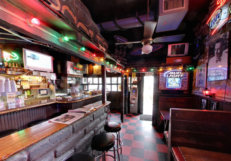 17 Essential Dive Bars In Los Angeles Dive Bar Los Angeles Bars Bar Design Restaurant