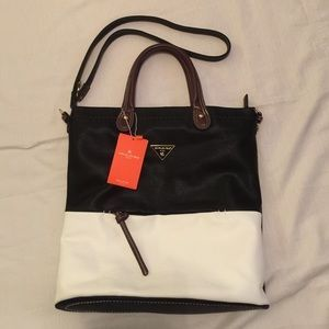 2aa87d0f36 I just discovered this while shopping on Poshmark  David Jones Handbag Cross  body. Check it out! Price   30 Size  W 15