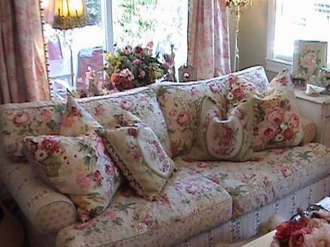 Floral cottage living room living room ideas pinterest - Floral country living room furniture ...