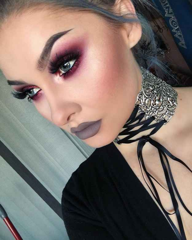 Smoked-out, dark pink eyeshadow is a perfect match for those with blue (and brown) eyes. Loving the bold brow and the subdued, matte lip...and that lace-up choker isn't too shabby, either!