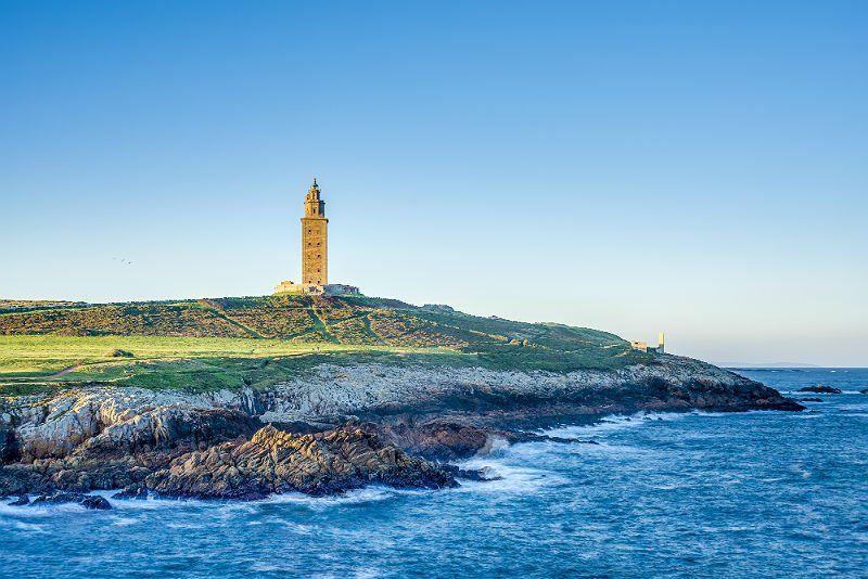 Cada região traz uma surpresa e é possível conhecer distintas culturas em poucas horas e até minutos de viagem entre Portugal e Espanha.
