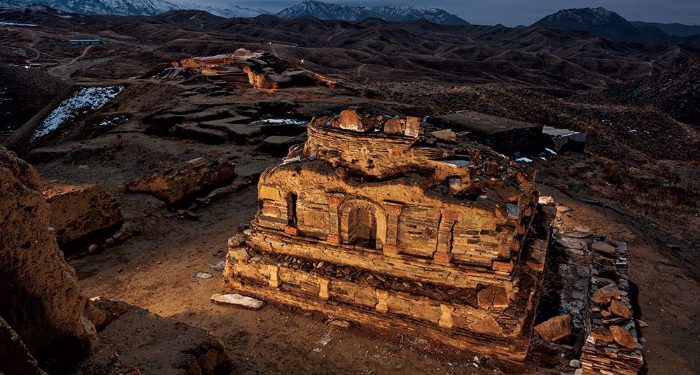 Bajo la amenaza de ataques por parte del talibán, arqueólogos excavan un complejo budista espectacular, antes de que sea arrasado por una operación enorme de extracción de cobre.