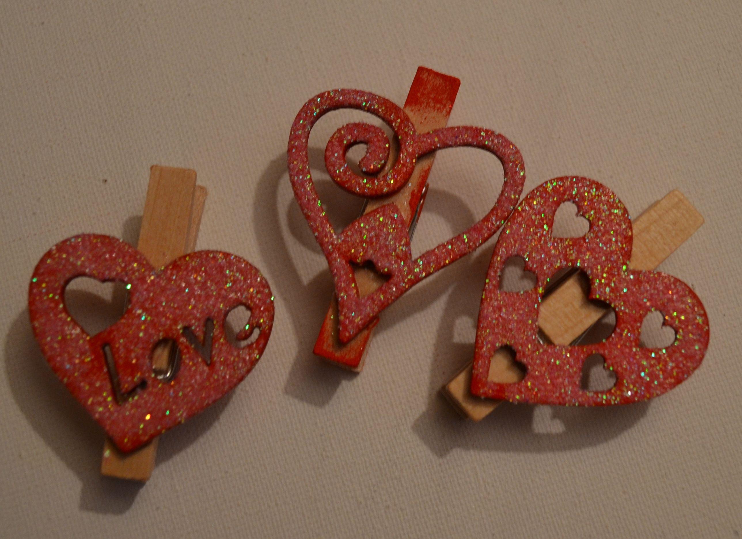 """Прищепки деревянные """"Love"""" замечательно подойдут для декора"""