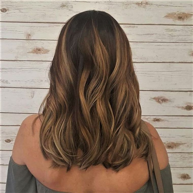couleur balayage blond miel caramel notre guide d 39 id es pour un balayage r ussi coiffure. Black Bedroom Furniture Sets. Home Design Ideas