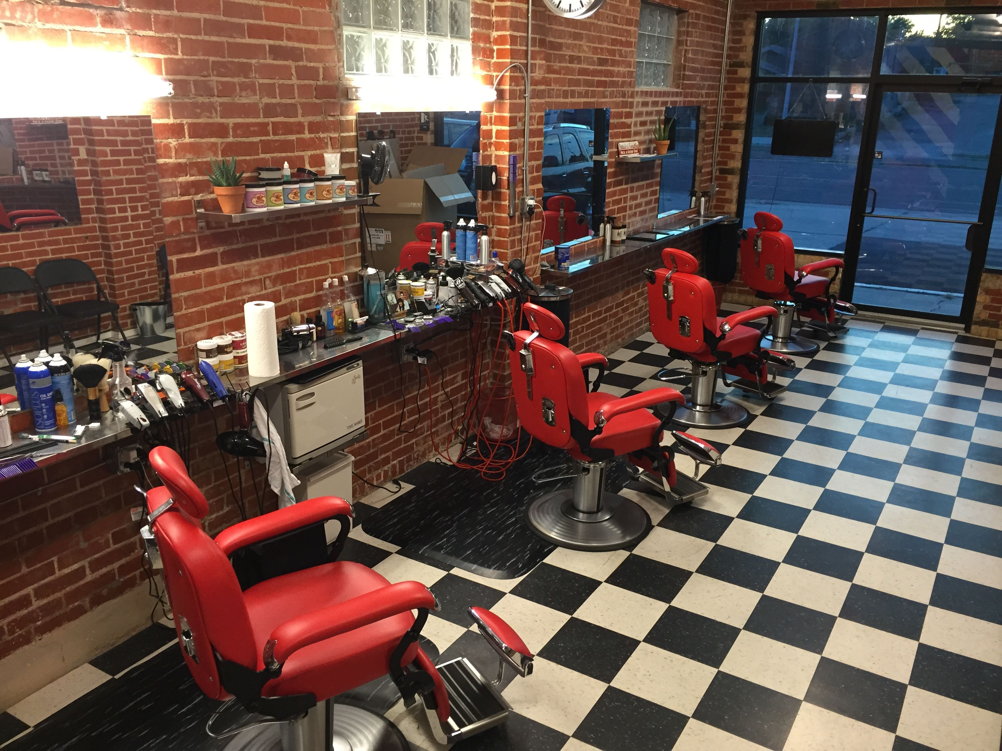 NEW Red Barbershop Classic The Spider Barber Chair is a new