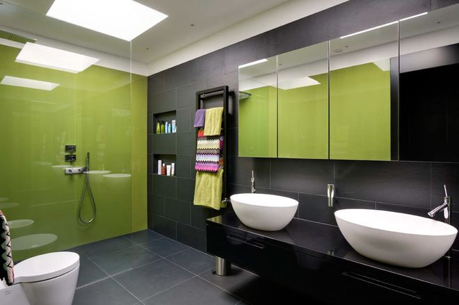 Wake Up Your Woodwork With Black Green Bathroom Bathroom Design Inspiration Bathroom Design