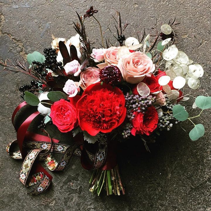 Romantic wedding bouquet idea #weddingbouquet #bridalbouqet #bouquets #bouquetideas