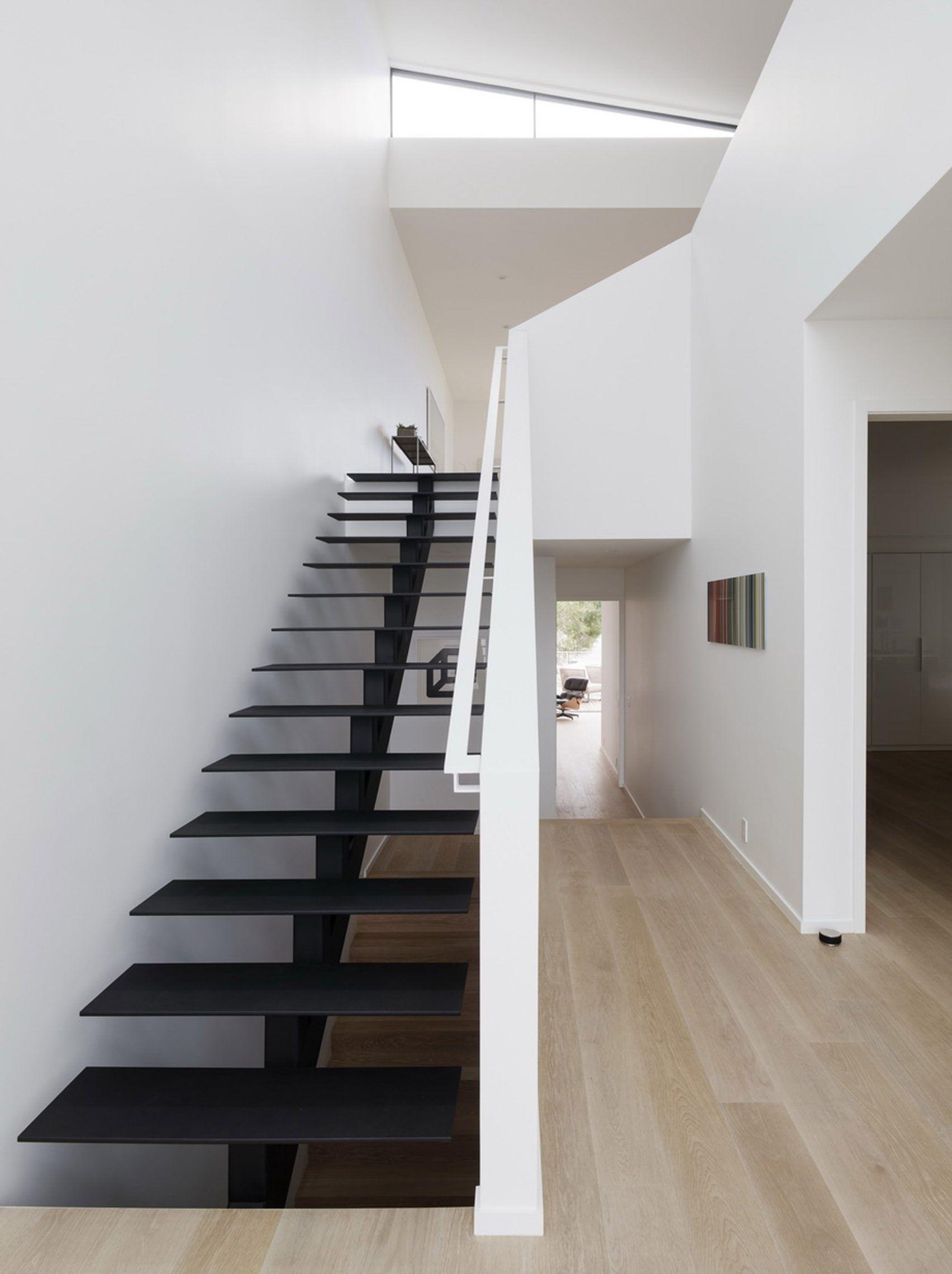 Best Edmonds Lee Creates White House For Sloped Street In San 400 x 300