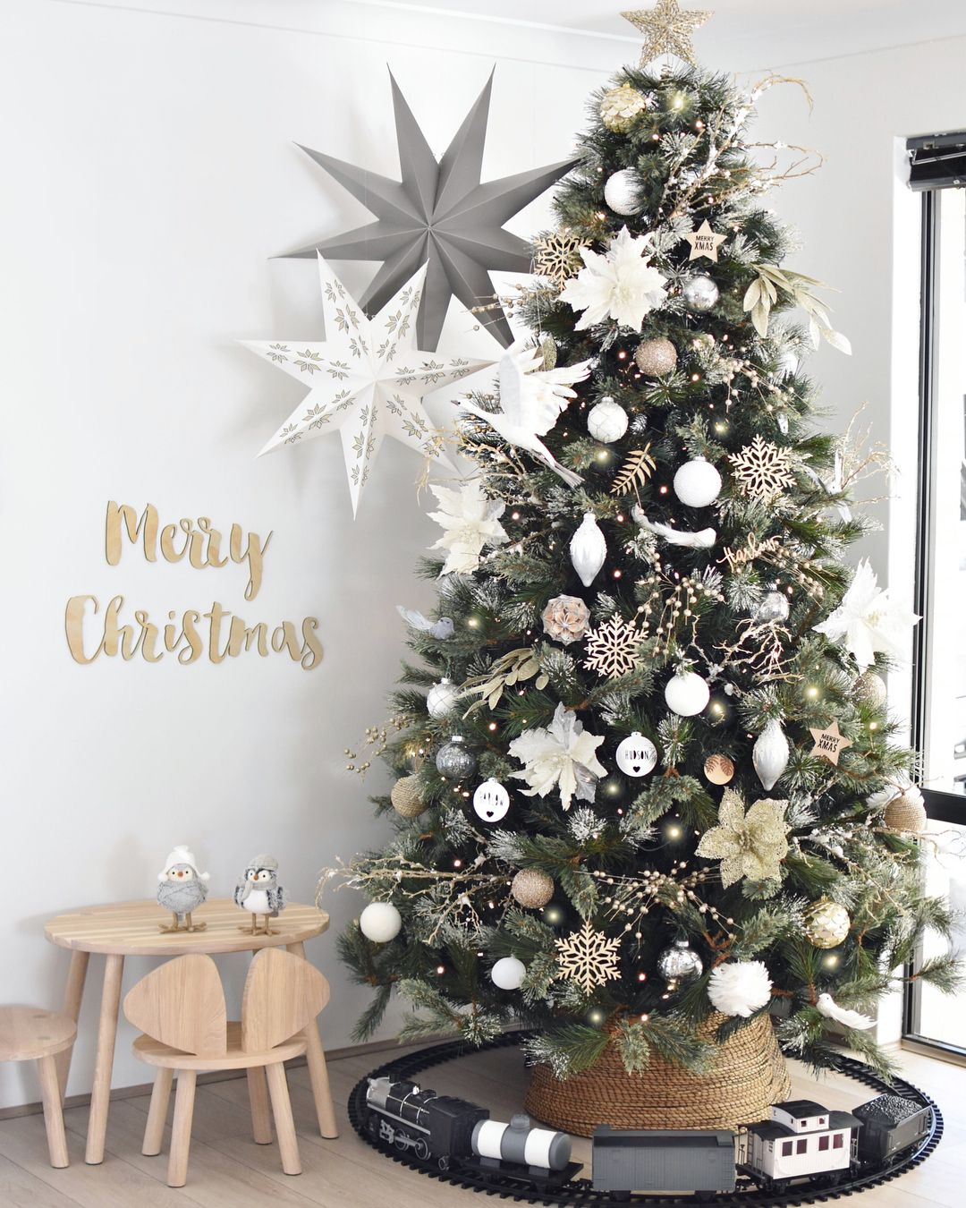 3 745 Likes 566 Comments A L I C I A Hudson And Harlow On Instagram Christm Silver Christmas Tree Minimalist Christmas Tree Christmas Tree Inspiration