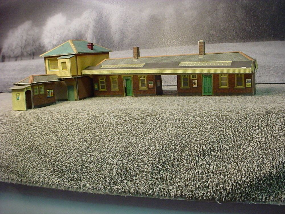 Completed SuperQuick Model Kits HO OO Gauge Train Station Platform