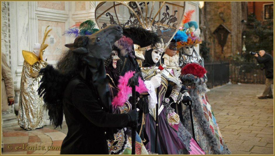 Carnaval de Venise 2012 - La grâce en masques et costumes