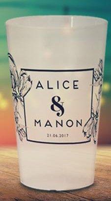 gobelet reutilisable pour cocktail de mariage ou pacs motif a fleurs avec prenoms des maries wedding cup evjf