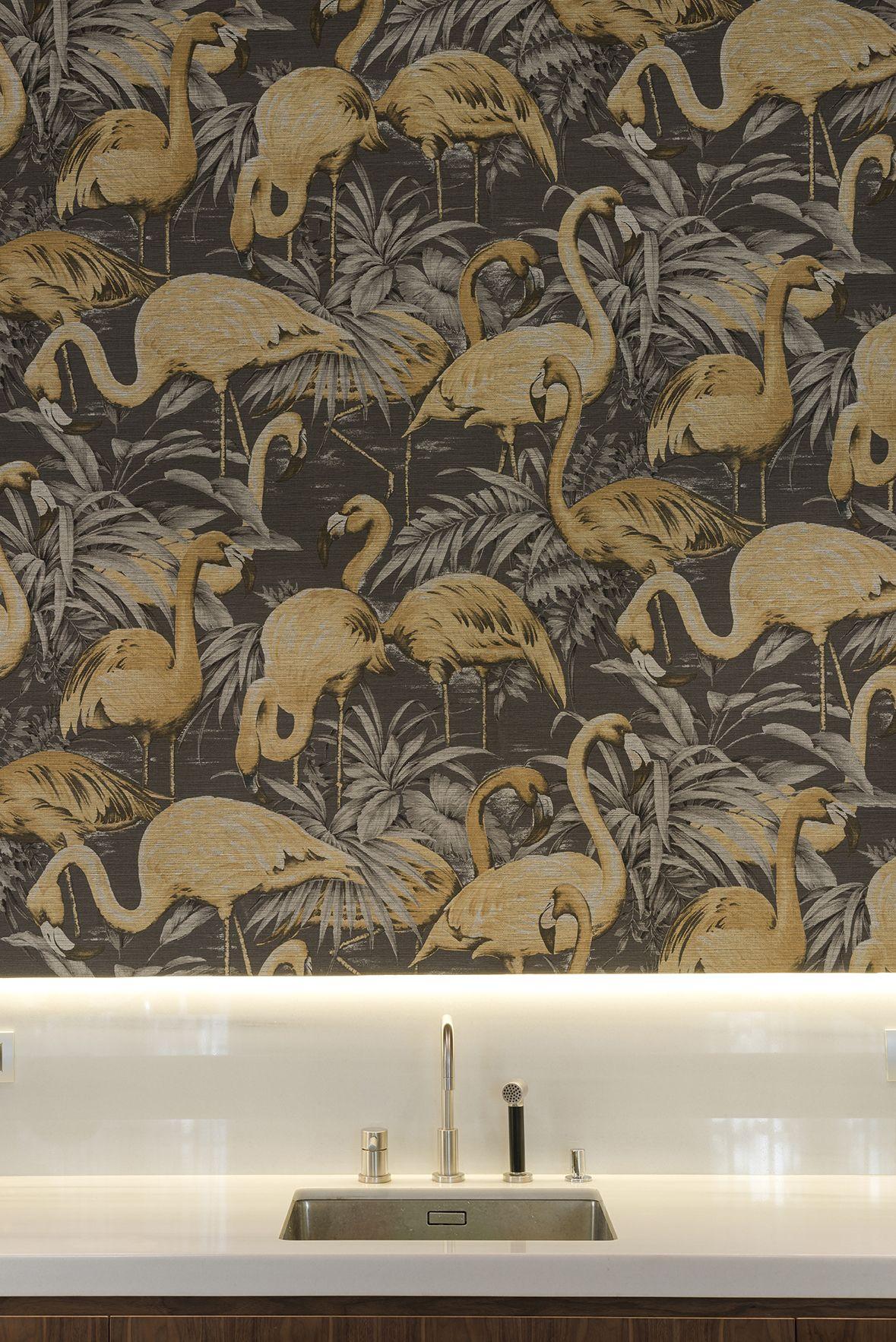 Cocina Con Wallpaper Der Arte International Y Grifería De