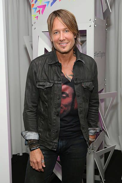 Fiji water at the 59th annual grammy awards fiji water and keith urban keith urban plentitogether live meet greet m4hsunfo