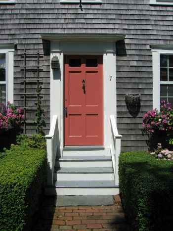 When In Doubt Paint The Door Nantucket Red It S A Natural With Weathered Cedar Shakes