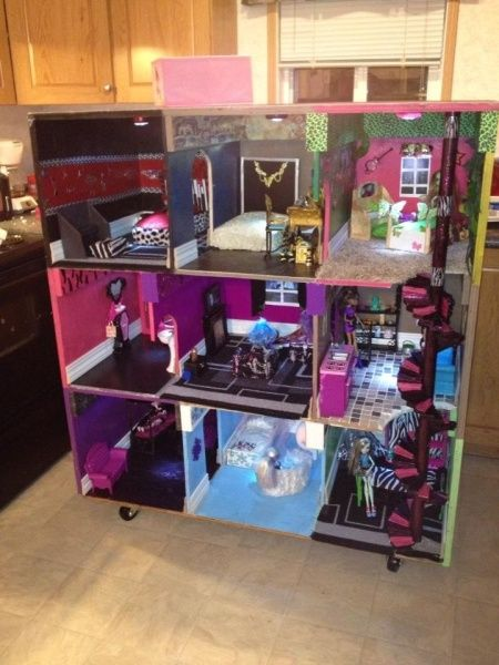 Elegant Monster High House, My Niece Would Love This!