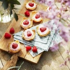 Recept - Zoete bladerdeeghapjes met frambozenroomkaas - Boodschappenmagazine