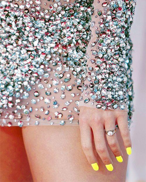 Amarillo para las uñas Muy lindo