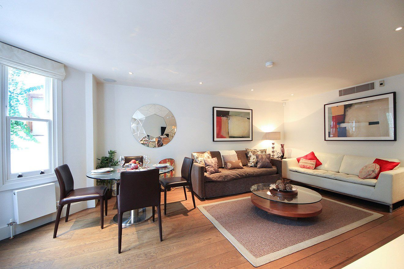 Stylishly Renovated 2 Bedroom 2 Bathroom Apartment For Rent In London Walk To Shepherd S Bush Ho Rent In London Apartments For Rent Beautiful Outdoor Spaces