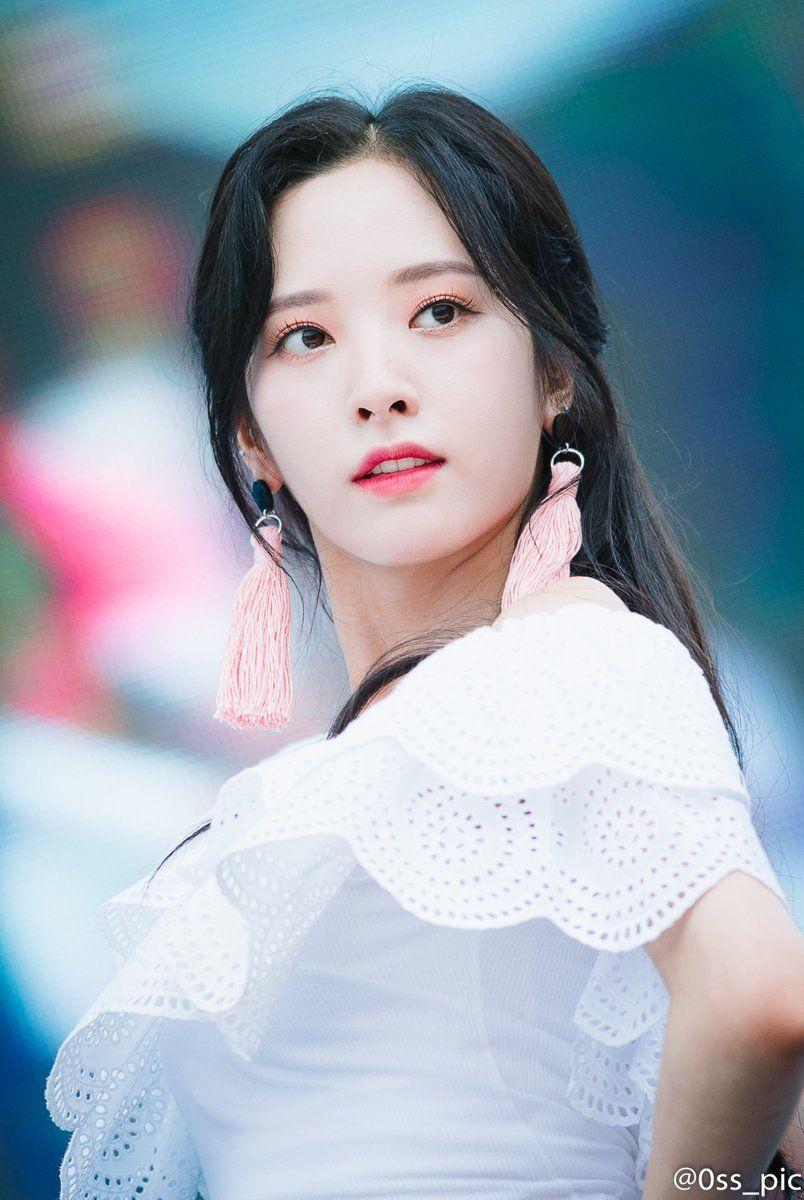 신곡 공개날 워터파크 + 자연광 버프받아 존예로운 우주소녀 보나 ...