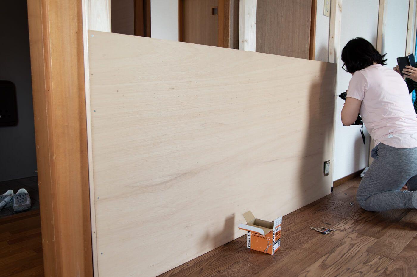 賃貸diy ラブリコ使って壁一面にベニヤ板を貼った後ペンキを塗ってみた 99 Diy Diyブログ 壁 収納 アイデア インテリア 収納