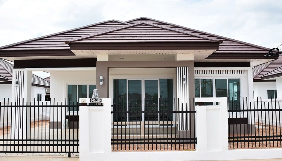 If You Like One Story Houses These Modern One Story Houses Are The Plan For You These House Bungalow House Design Bungalow Style House House Designs Exterior