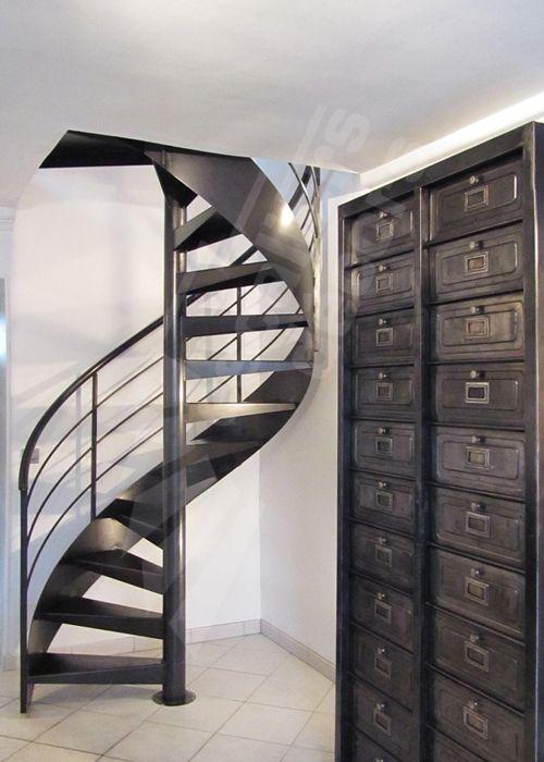 escalier helicoidal metallique industriel