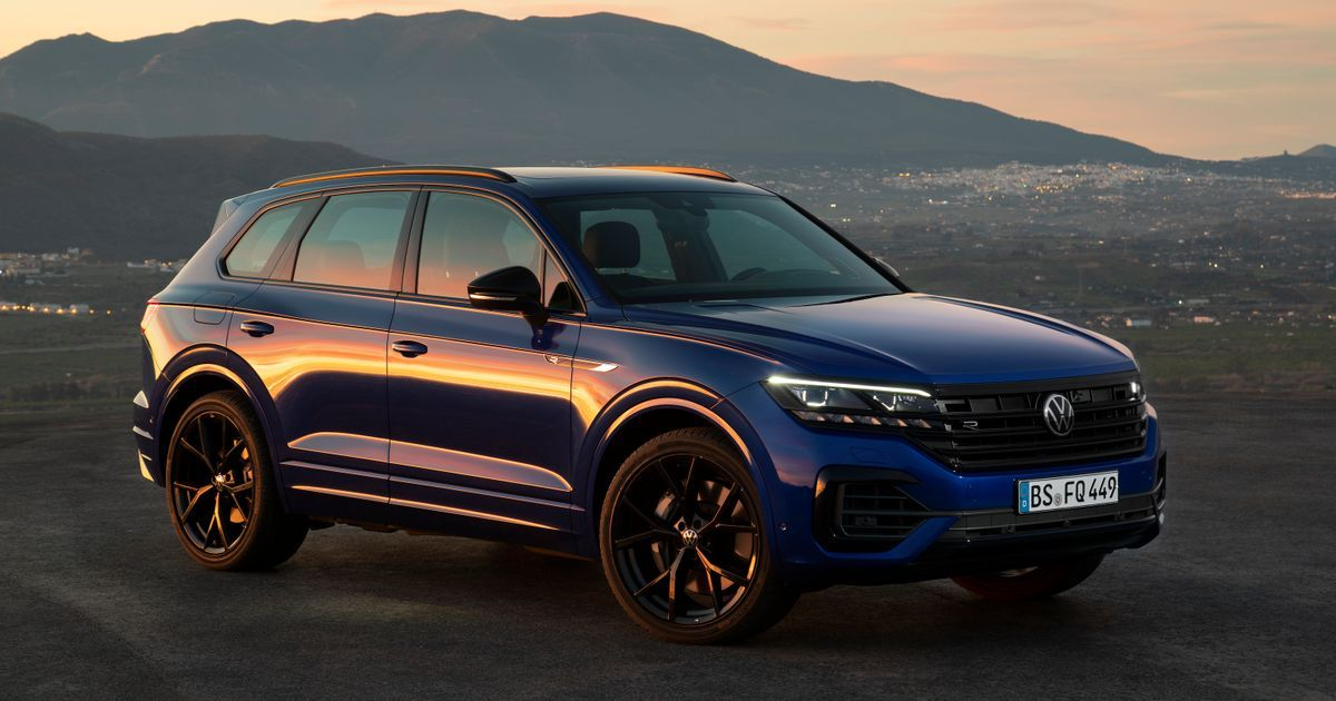 The Vw Touareg R Is A 456bhp Hybrid Suv Beast In 2020 Volkswagen Touareg Volkswagen Volkswagen Car