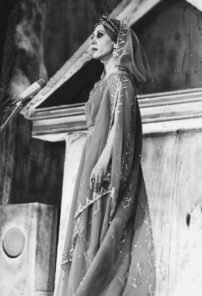 يا سنين اللي راحت ارجعيلي فيروز Fairouz Arab Celebrities Audrey Hepburn Photos Photo