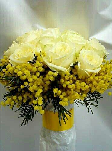 Fiori Gialli Matrimonio.Yellow Wedding Bouquet Featuring Yellow Roses Yellow Mimosa