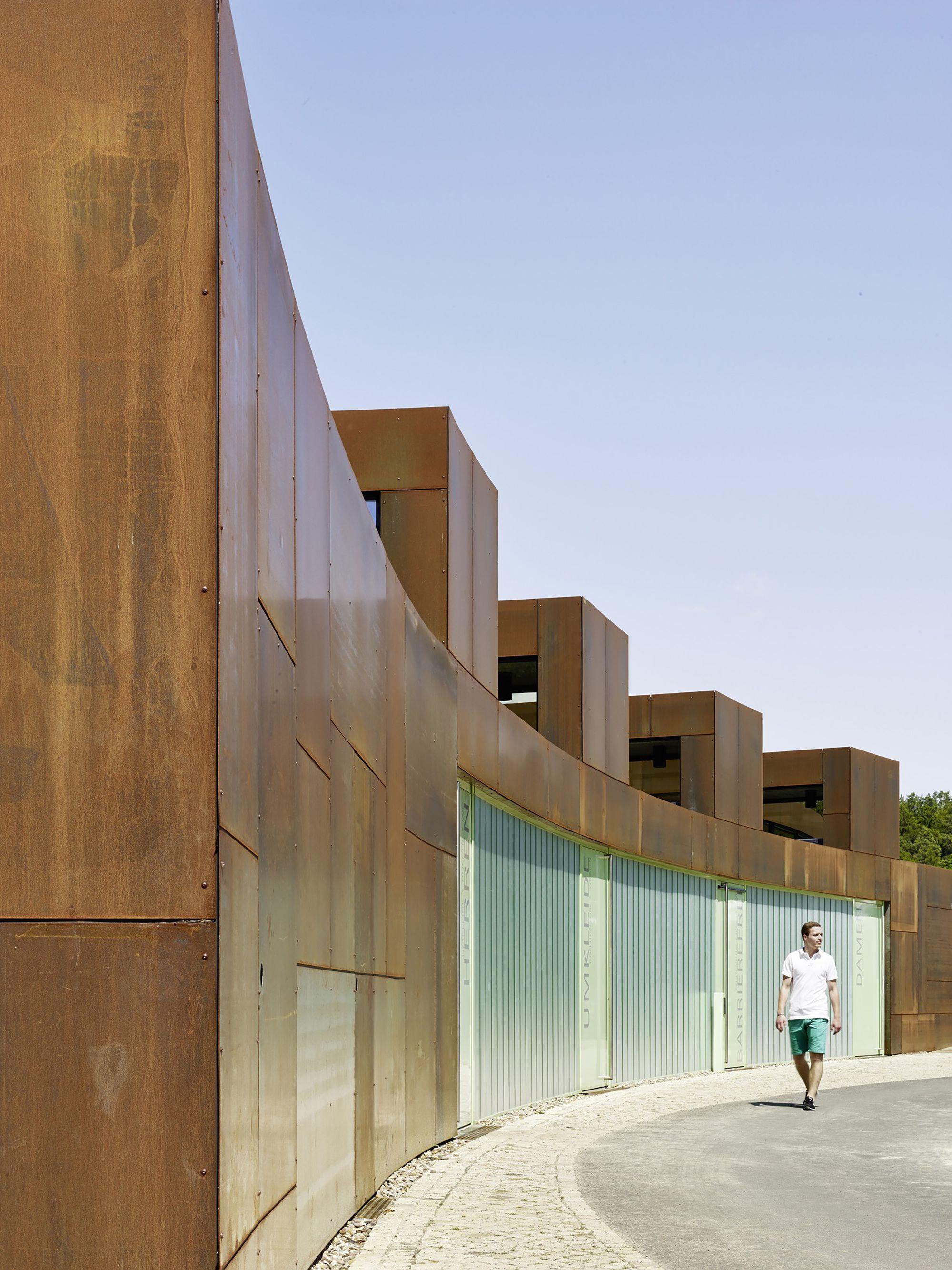 Public Bath / Müntinga + Puy Architekten