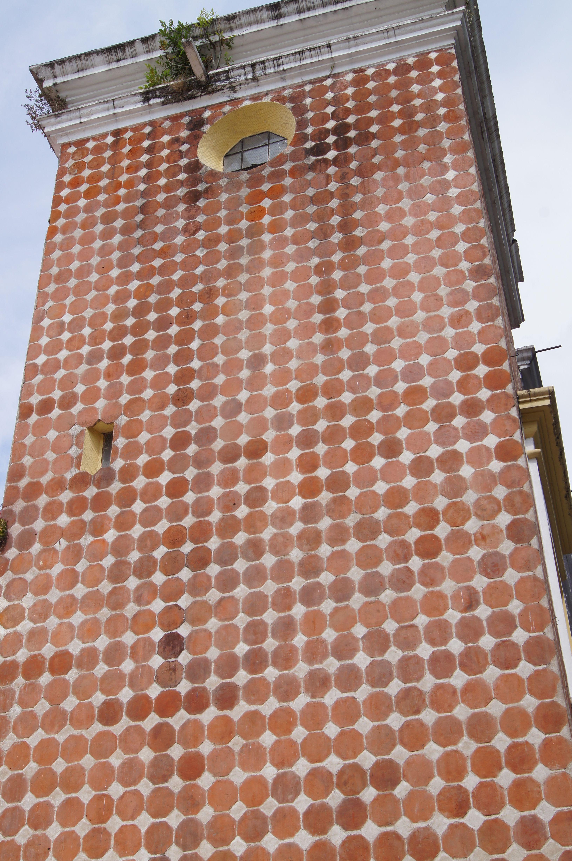barro y azulejo ( lo que debió tener azulejo y perdió en la remodelación)