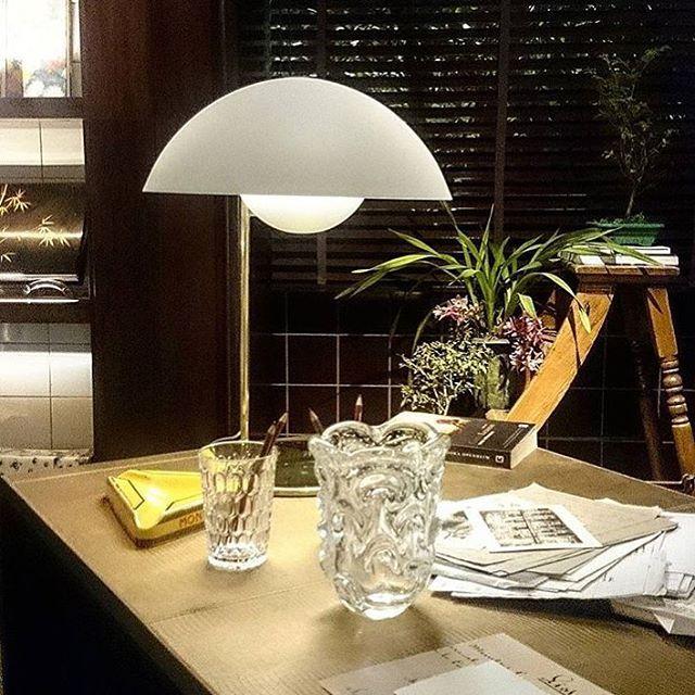 Foto da @reginagalvaojornalista . Do nosso Abajur Refletor para @la_lampe no incrível espaço de @patriciaanastassiadis na @casacor_oficial.   Our Reflector Lamp for La Lampe in the incredible space by Patricia Anastassiadis at Casa Cor SP. #nadaseleva #lalampe #patriciaanastassiadis #designbrasileiro #designnacional #designdeproduto #design #braziliandesign #lighting #lightingdesign #productdesign #archiproduct #industrialdesign
