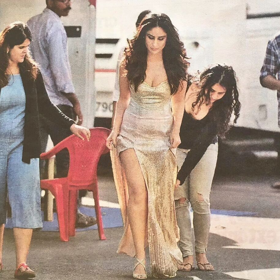 Regram Kareenakapoorteam Look At This Kareena On The Sets Of Project That Outfit Similar With Yeh Mera Dil One Golden Gown Kareena Kapoor Khan Celebrities