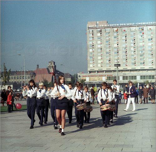 Poster Fanfarenzug eines Musikcorps der Jungen Pioniere der DDR