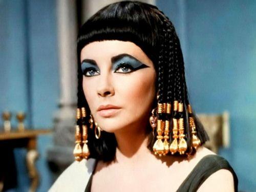 15 Of The Hottest Halloween Makeup Looks Cleopatra Beauty Secrets Cleopatra Beauty Elizabeth Taylor Cleopatra