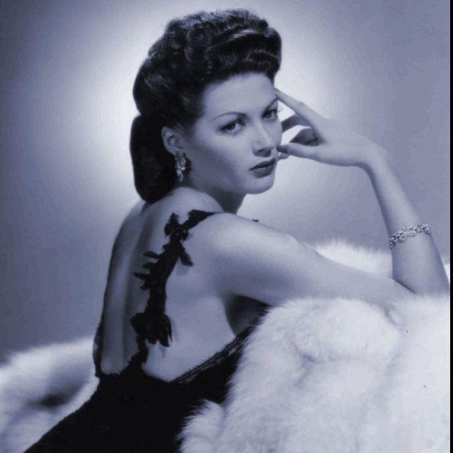 Yvonne De Carlo Yvonne De Carlo Pinterest - Hot Girls ...